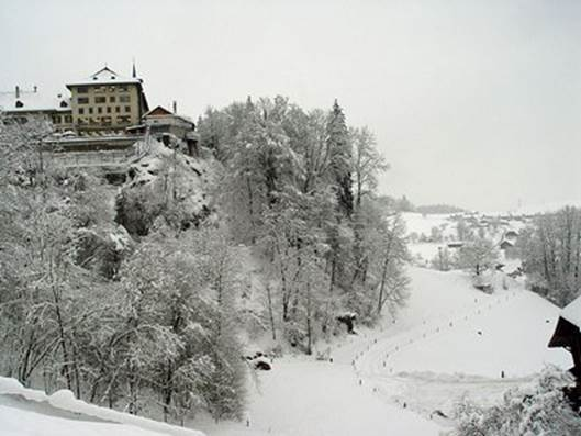 84cb1b624698 ... un château fort, berceau de la noble race des seigneurs de Thorberg,  dont le nom et les hauts faits se retrouvent souvent dans l histoire de la  Suisse.